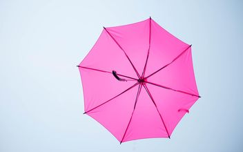 pink umbrella hanging - бесплатный image #273095