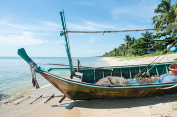 Fishing boats on a beach - бесплатный image #273545