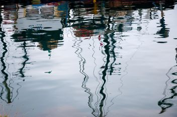 reflection in water - image gratuit #273575