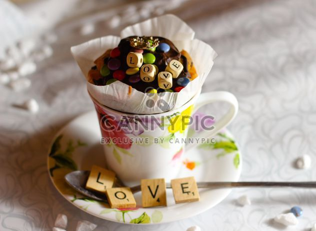 Cupcake décoré dans une tasse - image gratuit #273885