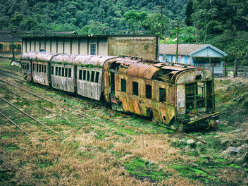 Railway History Slowly Rotting Away - image gratuit #290135