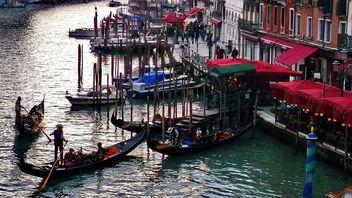 Gondola boats in Venice - image #301425 gratis