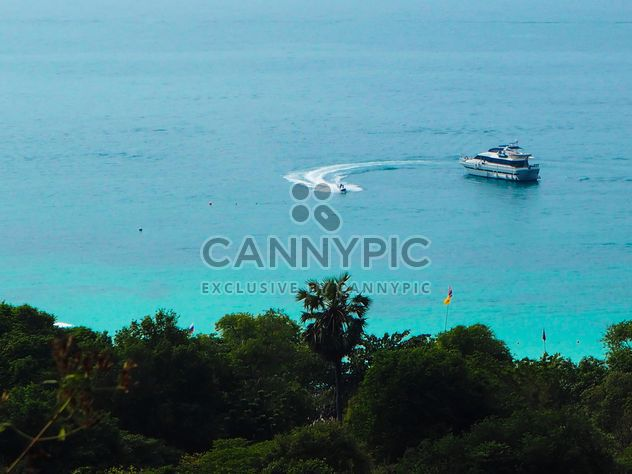 Jetski around a boat - image #301585 gratis