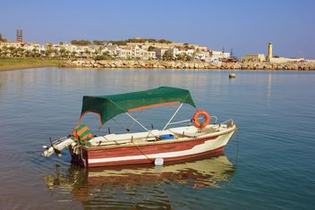 Boat on Crete Island bay - image gratuit #301715