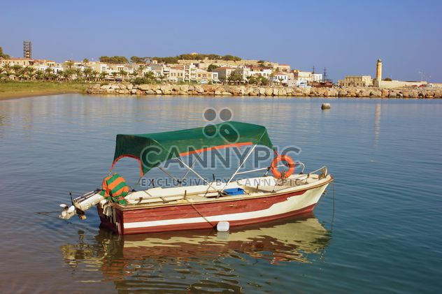 Boat on Crete Island bay - image #301715 gratis