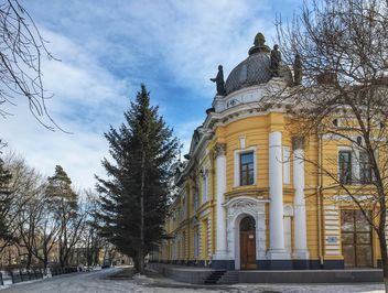 Yellow building in Blagoveschensk, Russia - бесплатный image #302775