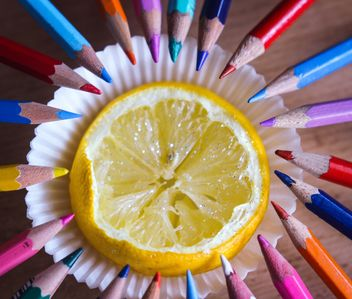 Colorful pencils and lemon - image #302835 gratis