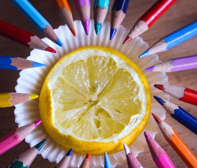 Colorful pencils and lemon - image gratuit #302835