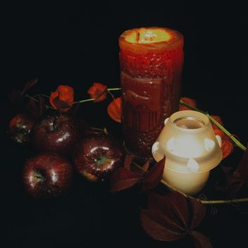 Red apples with candle - image gratuit #303285