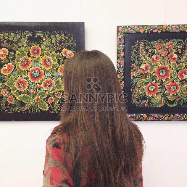 Mädchen in der Gallery / Petrykivsky Malerei - Kostenloses image #304125