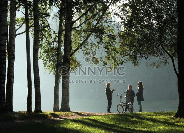 Утро в городском парке в Санкт-Петербурге - бесплатный image #304355