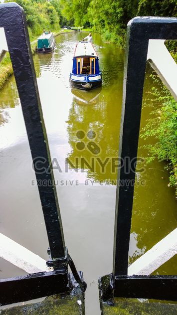 Boater tourist holidaymaker driving steering narrow boat - Free image #305705
