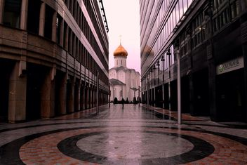 View on church between two buildings - бесплатный image #317385