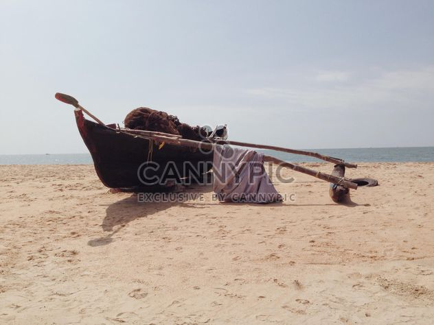 barco de pesca na praia - Free image #317395