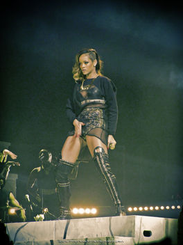 Rihanna's New Dance Moves [EXPLORED] - image gratuit #317965