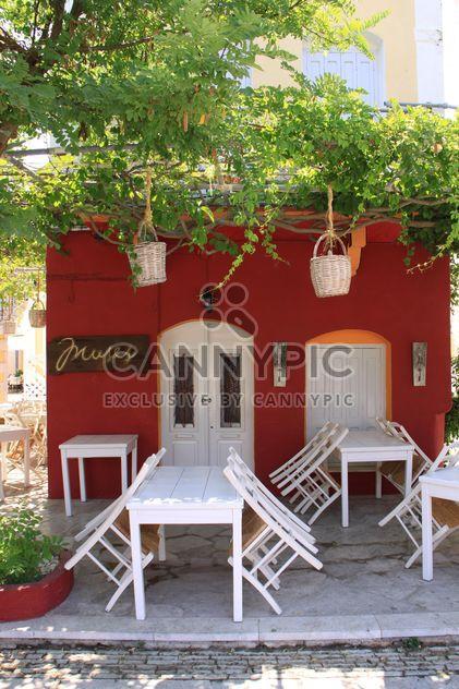 Mesas y sillas de taberna griega - image #326545 gratis