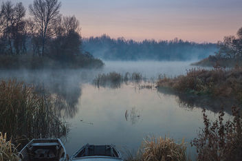 Fog on the lake.Autumn morning - бесплатный image #329865