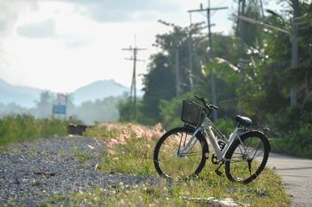 Lonely bicycle on countryside - бесплатный image #330345