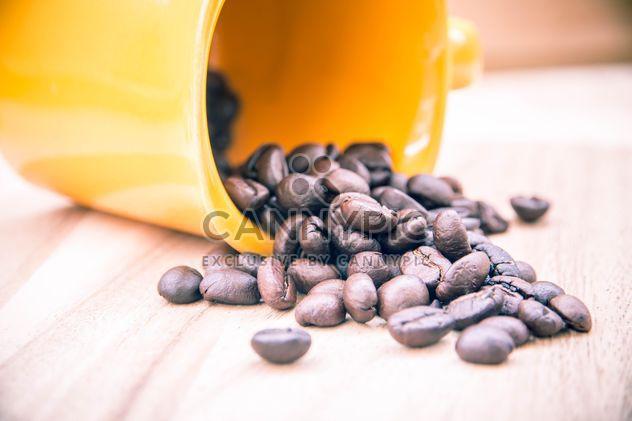 Taza con granos de café - image #330435 gratis
