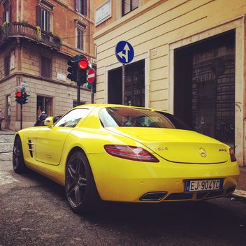 Yellow Mercedes car - image gratuit #331075