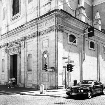 Bentley car on street of Rome - бесплатный image #331195