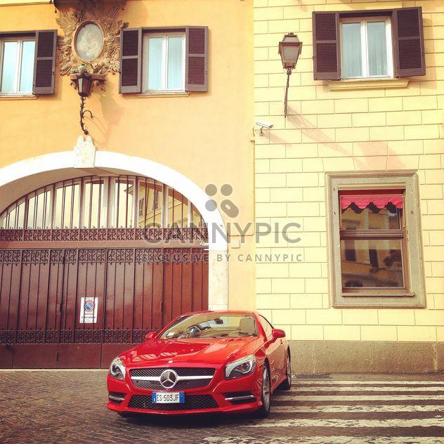 Red Mercedes car - image gratuit(e) #331235