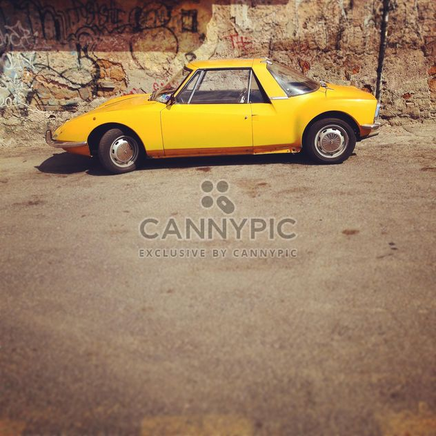 Old yellow car - image #331495 gratis