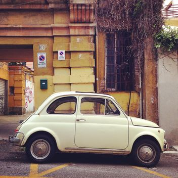 Fiat 500 in street of Rome - image #331585 gratis