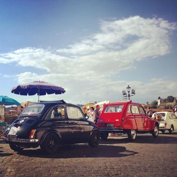 Old cars in street of Rome - image gratuit(e) #331625