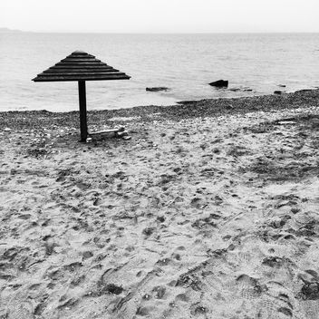 Beach umbrella on seashore in Greece - бесплатный image #331755