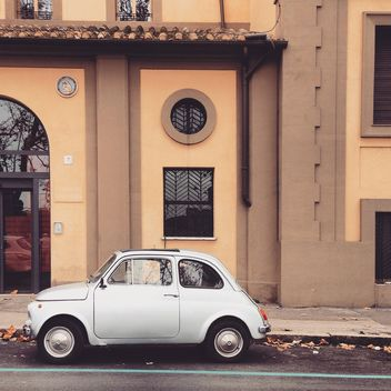 Fiat 500 parked near the house in Rome - image gratuit #331845