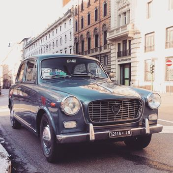 Old Lancia car in the street of Rome - image gratuit #331865