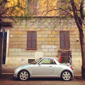 Small car parked in the street of Rome - image gratuit(e) #331875
