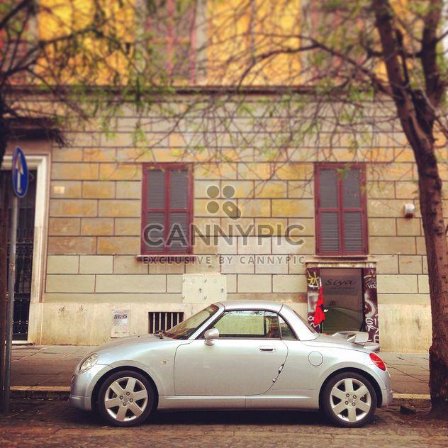Kleines Auto geparkt in der Straße von Rom - Free image #331875