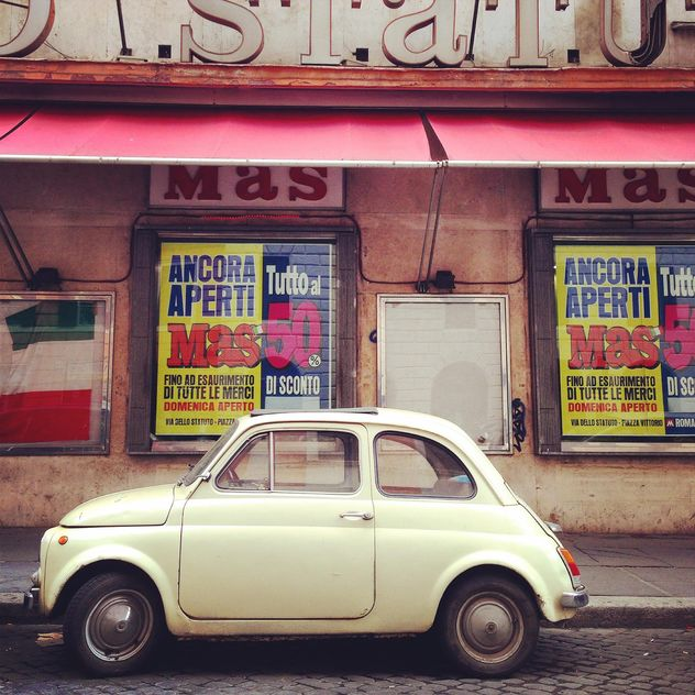 White Fiat 500 in street - image gratuit #331915