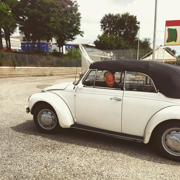 Driver in old Volkswagen - Free image #331975