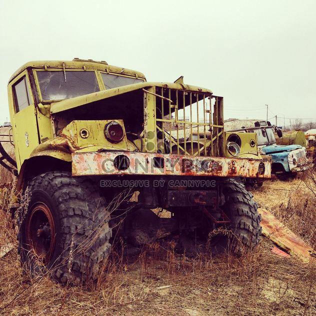 Старые грузовики на свалке - бесплатный image #332125
