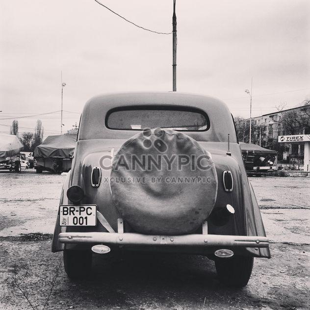 Вид сзади старого автомобиля - бесплатный image #332225