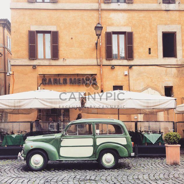 Alten Fiat in der Nähe von Café im freien - Kostenloses image #332315