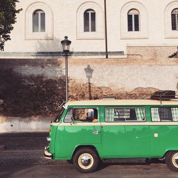 Old green Volkswagen Van - image gratuit #332355