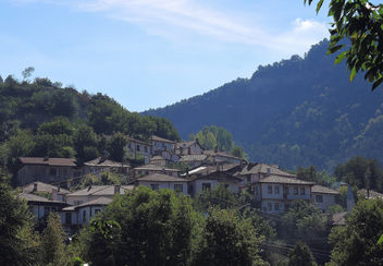 Turkey (Goynuk) Traditional wooden houses situated in a mountainous area - image #332535 gratis