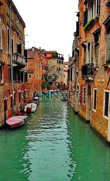 Góndolas en el canal de Venecia - image #333615 gratis