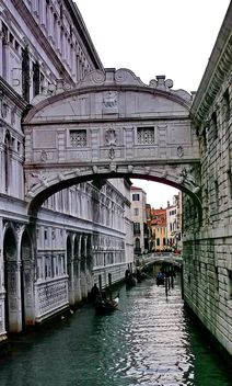Gondolas on canal in Venice - image #333625 gratis