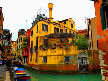 Gondolas on canal in Venice - image #333685 gratis