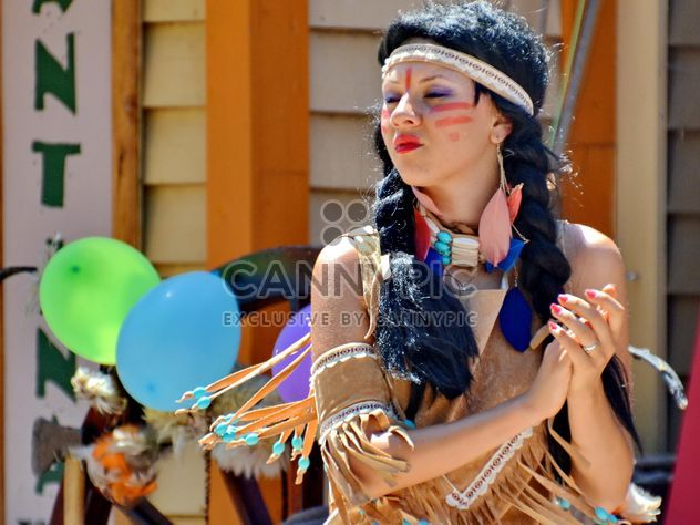 Dancer in a costume of Indian of America - Free image #334685