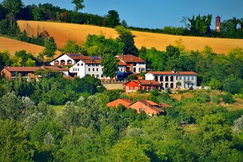 View on Monferrato village in Piemonte - image gratuit #334775