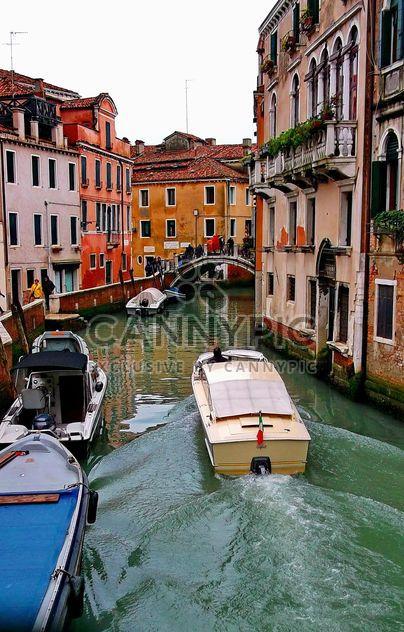 Barcos no canal de Veneza - Free image #334975