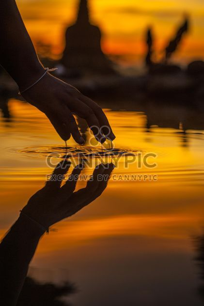 Hand with reflection in water - Free image #338585