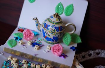 diary, watering can decorated with flowers and ribbons - image gratuit #342115