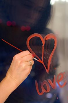 drawing hearts on the window - image #342875 gratis